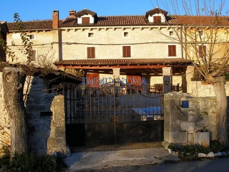 Prelijepa renovirana izvorna istarska kuća