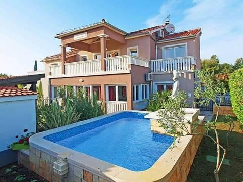 Prelijepa kuća s bazenom - Vodice