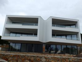 KOSTRENA, penthouse u blizini mora
