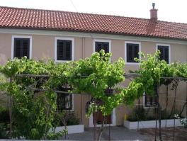 KRASICA, iznajmljuje se kuća od 170 m2