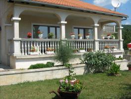 MATULJI, samostojeća kuća od 200 m2
