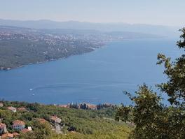 BREGI, teren s prekrasnim pogledom na more
