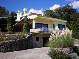 POBRI, kuća od 230 m2 s velikom okućnicom