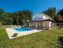 LABIN, kamena vila s bazenom na terenu od 2.500 m2