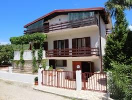 Prodaje se obiteljska kuća u Sukošanu, 175m2