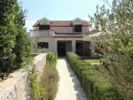 Srima, autentična novouređena kamena kuća