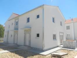 Vodice,trojna kuća,dvoetažni stan sa 91,63m2 i 39m2 dvorišta