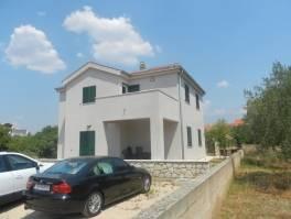Srima, nova obiteljska kuća u blizini centra i plaže