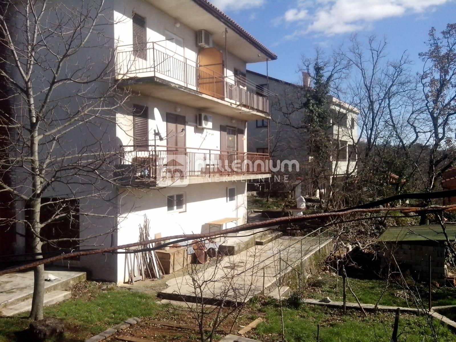 Rijeka, Srdoči, samostojeća kuća od 300m2 s tri stana