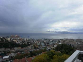 Rijeka, Kozala,  dvosobni s db, balkonima i prekrasnim pogledom