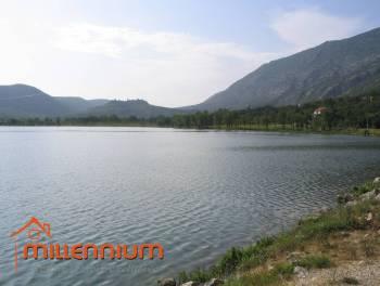 Rijeka, zaleđe Crikvenice, Tribalj, starina s pogledom na jezero