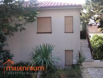 Pehlin - Lijepa obiteljska kuća s 2 stana i 2 garaže