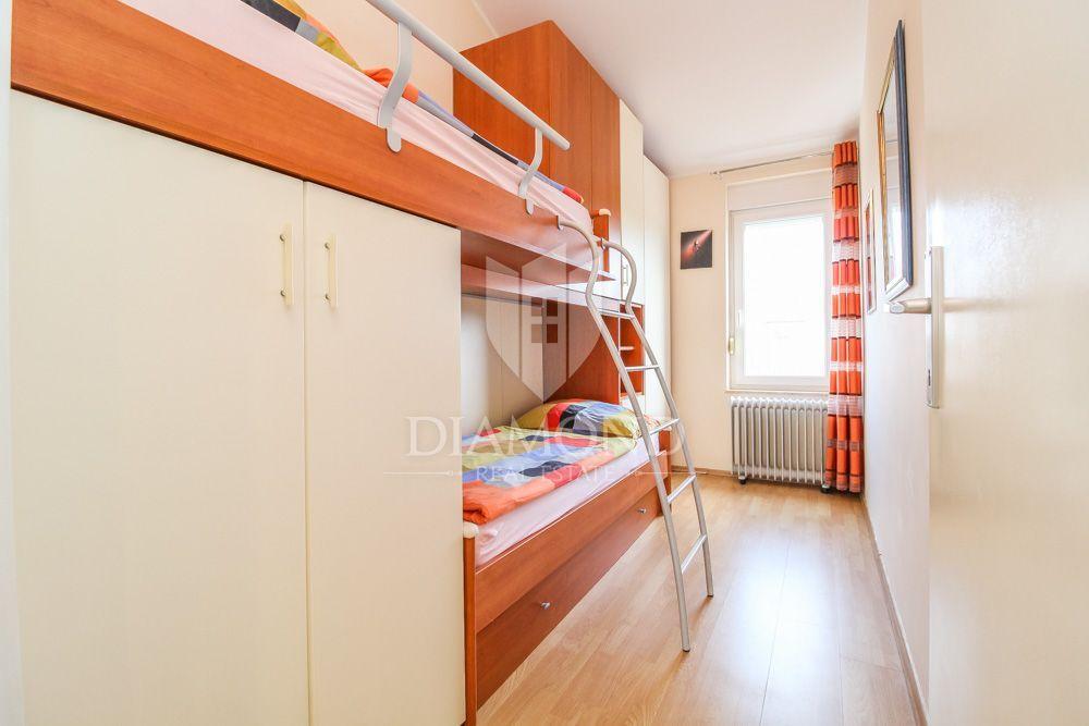 UMAG-okolica, funkcionalno moderno stanovanje 250 m od morja