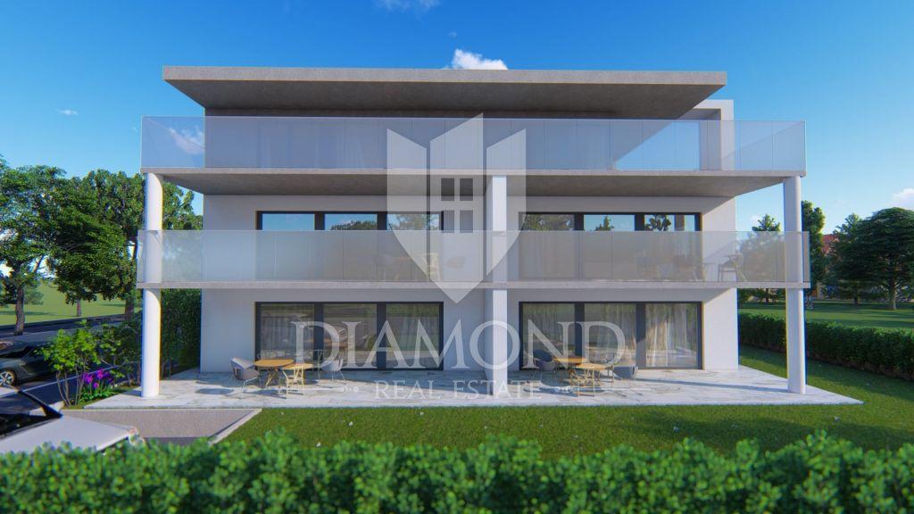 Luxury apartment in Novigrad with sea view