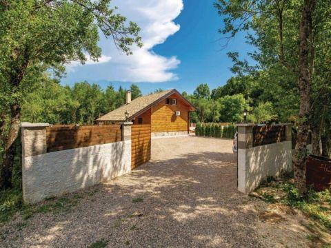 Lovinac, Raduč, Kuća s bazenom, 98m2