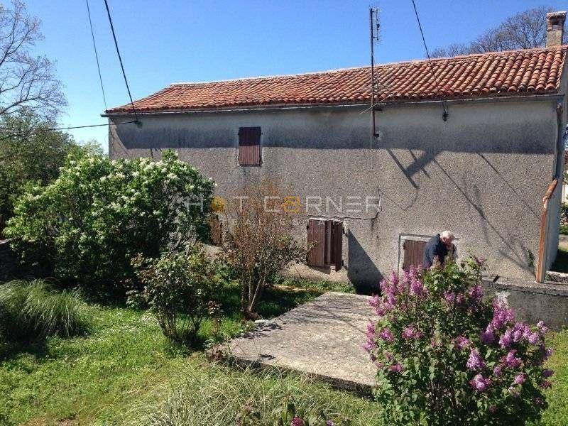 Kuća: Šivati (Žminj), katnica 110m2 na parceli 1650m2 + pomoćni objekt