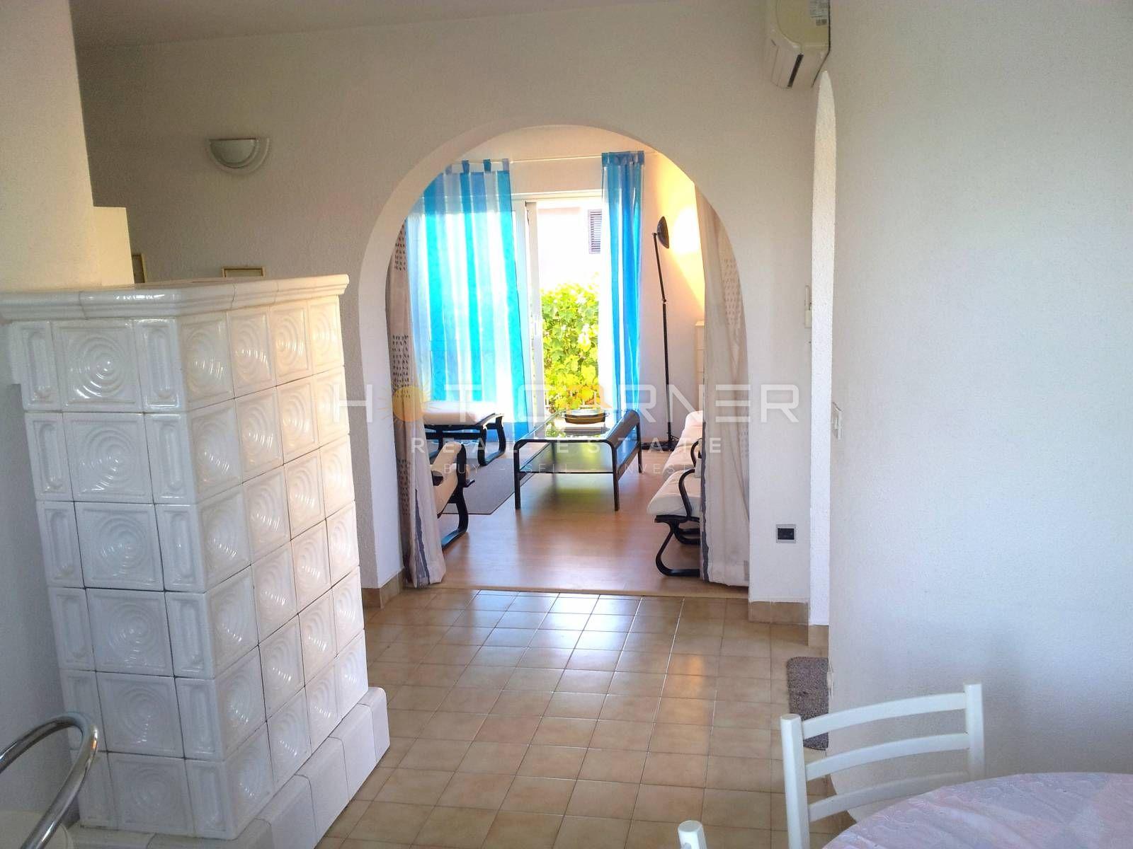 Okolica Fažane, odlična samostojeća katnica, 180 m2, dvorište, 1000 m od plaža