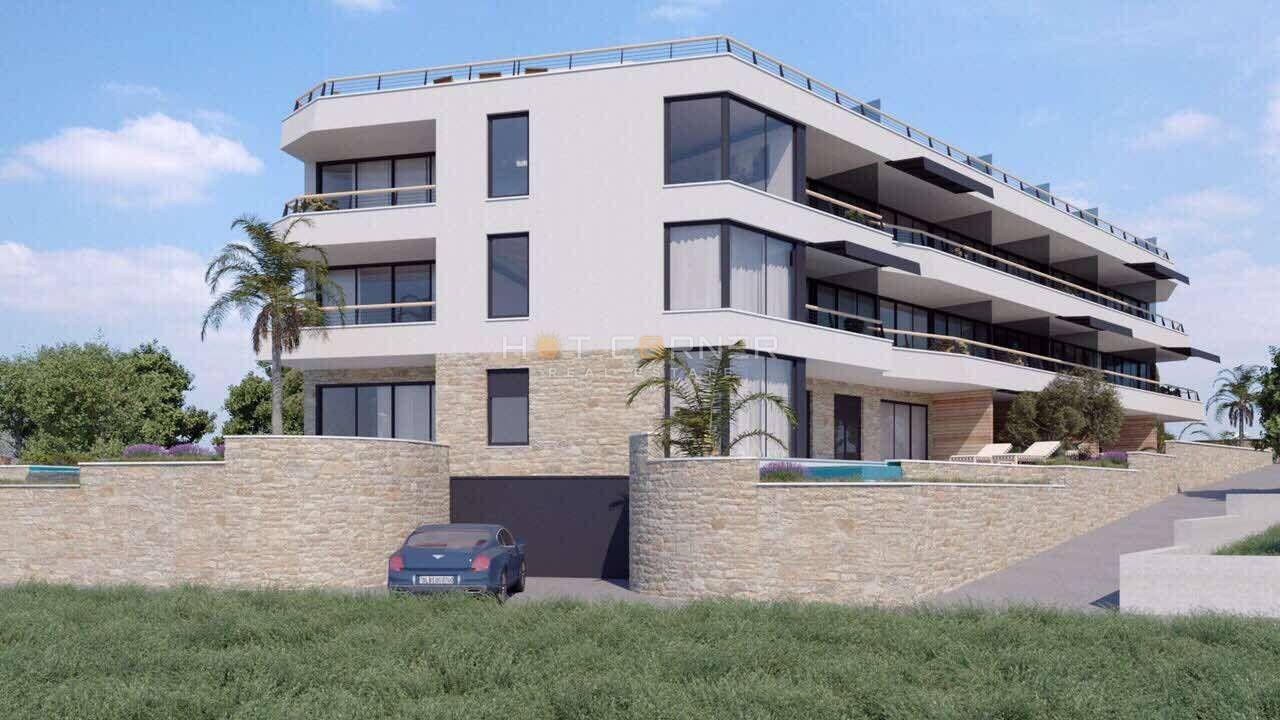 Pješčana uvala, stan u novoj luksuznoj zgradi, 250 m od uređene plaže