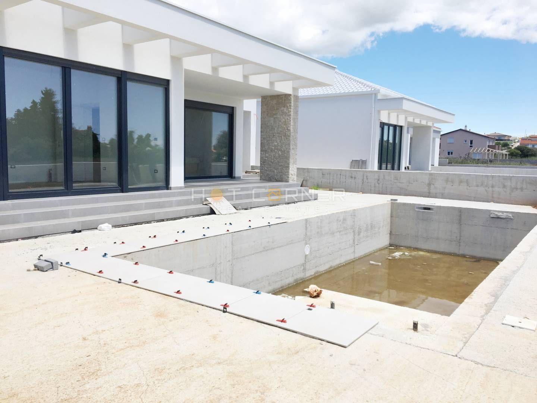 Prekrasna villa prizemnica sa bazenom u mirnoj lokaciji nedaleko od Pule