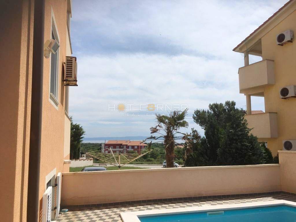 Ližnjan, stan sa panoramskim pogledom na more, velika terasa, zajednički bazen
