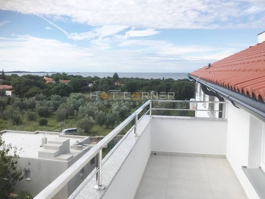 Peroj, moderni apartman, 1 SS, velika terasa, blizina plaže, pogled na more