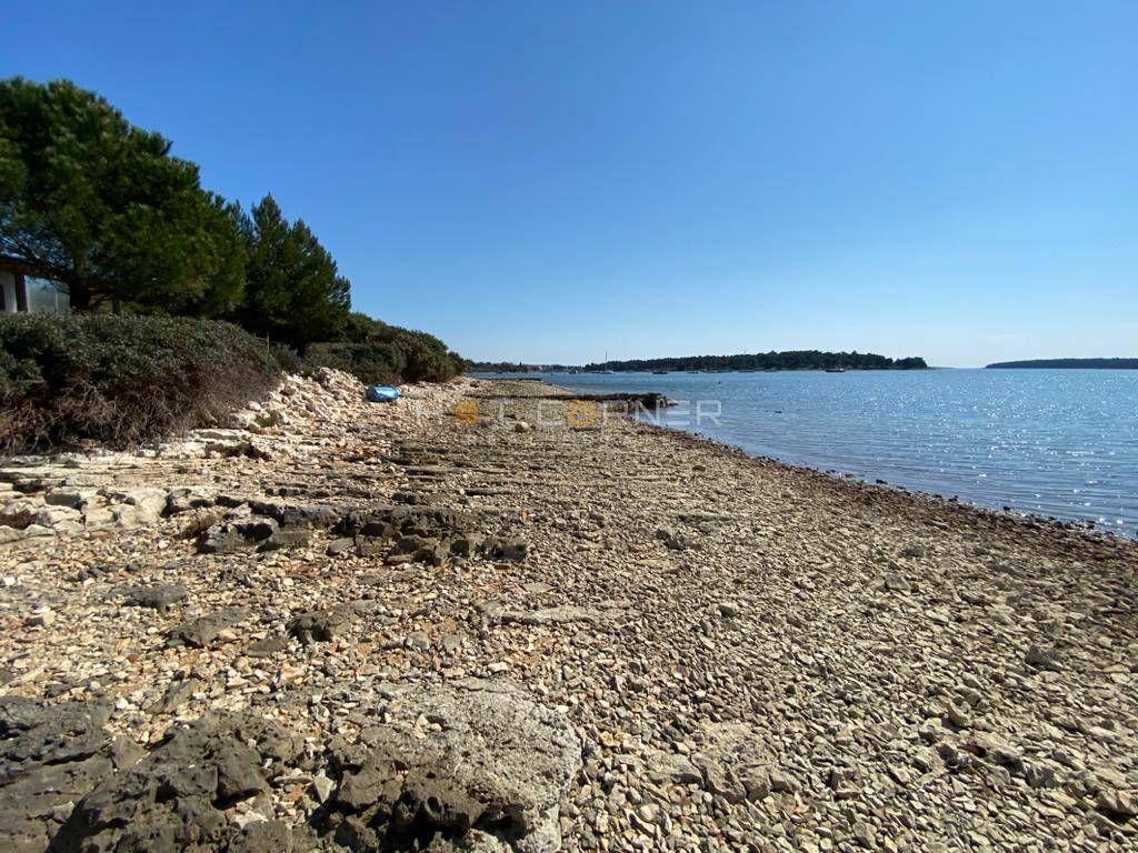 Novogradnja, fantastična lokacija u Medulinu, 200 m od plaže, pogled na more