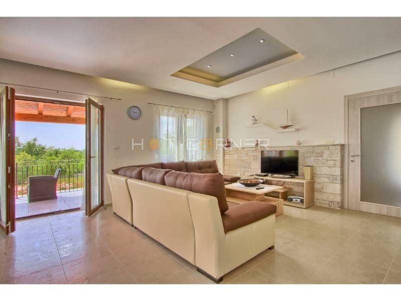 Prekrasna Villa u Svetvinčenti, Istra - 294m2 s bazenom, 2000m2 okućnice - POGLED MORE
