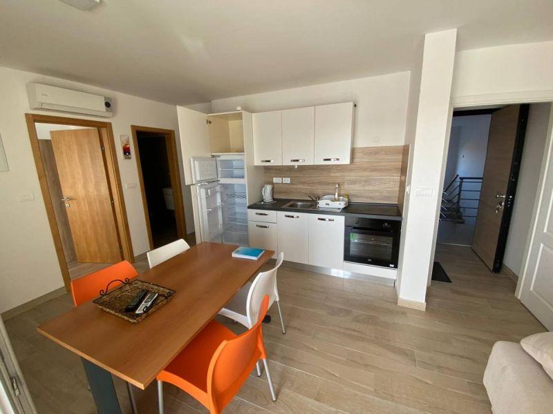 Fažana, wunderschön eingerichtete Maisonette-Wohnung, Meerblick, in der Nähe des Strandes