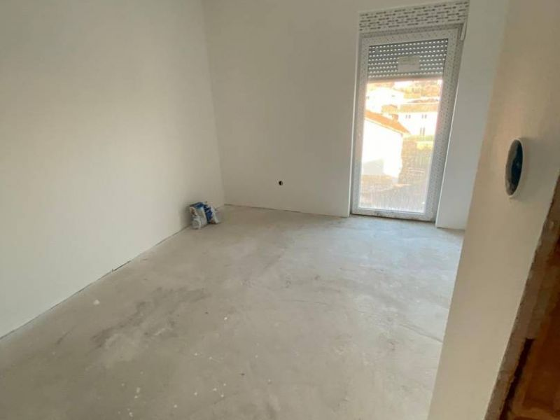 Medulin, neue Wohnung, 1 Schlafzimmer, Garten 30 m2, Parkplatz