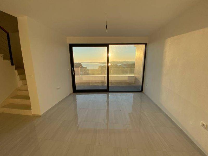 Medulin, prekrasan moderan stan, romantičan pogled na more, 300 m od plaže, 4SS