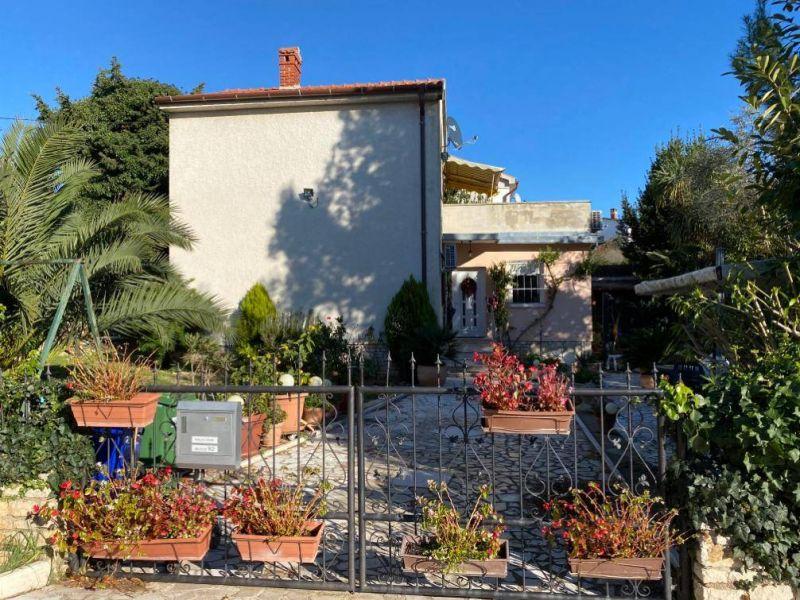 Kuća u Premanturi na fenomenalnoj pozicijii