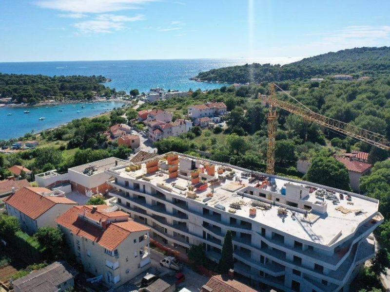 Stan Pula, Stoja, Zelenika, top lokacija, tri spavaće sobe, u izgradnji, 150 m od plaže, pogled na more