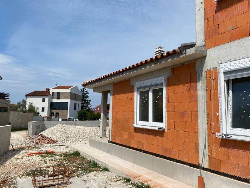 Fažana, nova elegentna manja kuća, 500 m od plaže