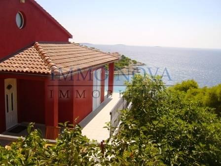 Samostojeća kuća sa bazenom i pogledom na more