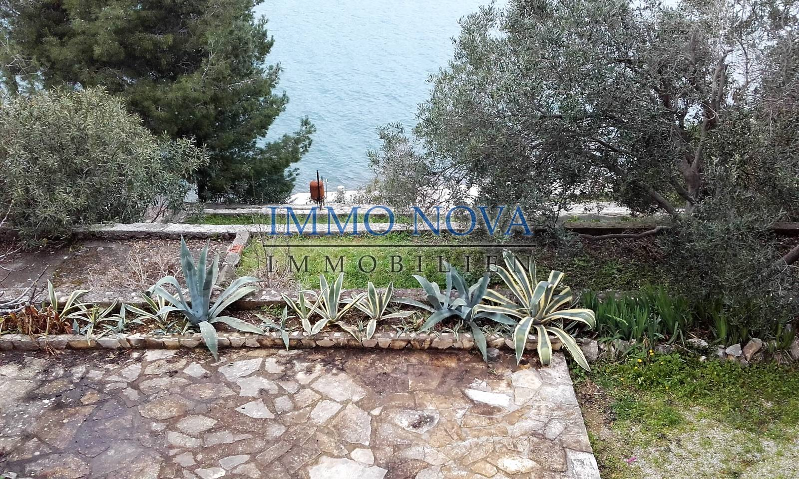 Beachfront estate - Ciovo (1st row)