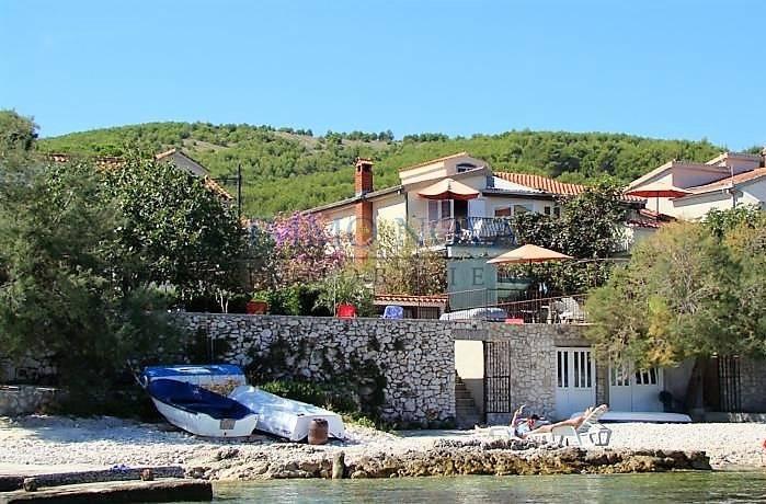 Kuća na Čiovu na samoj plaži