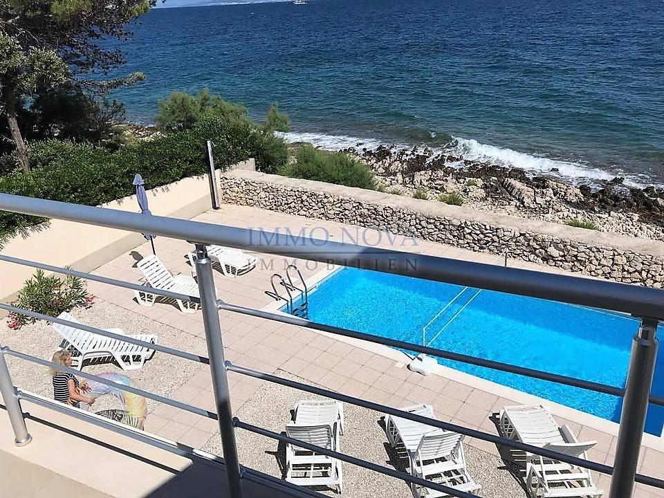 Villa s bazenom, 1. red do mora