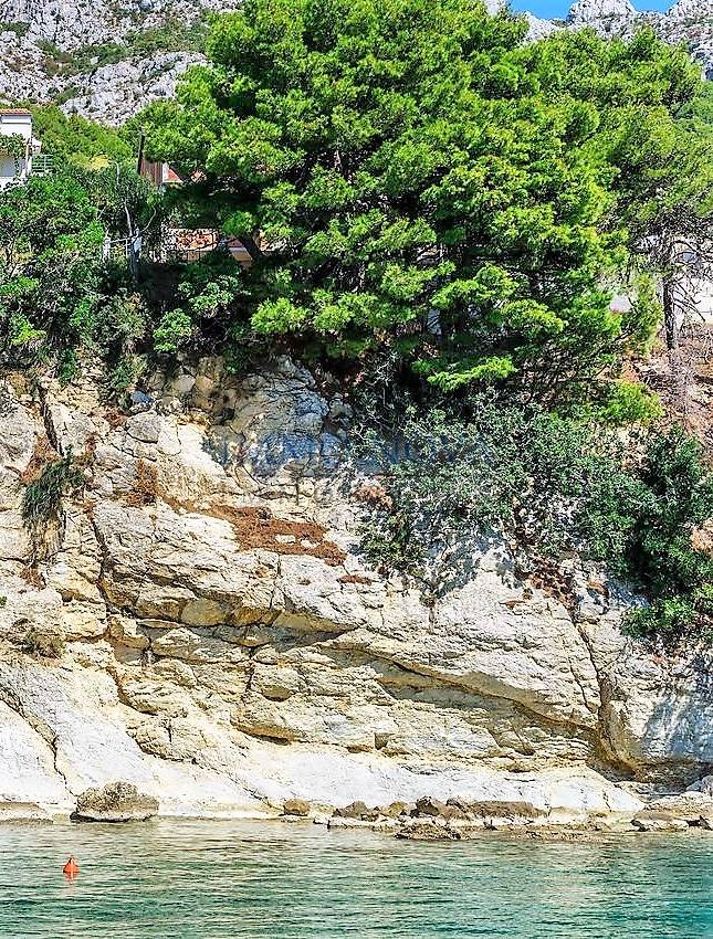 Nedovršena kuća uz samo more - Omiška rivijera