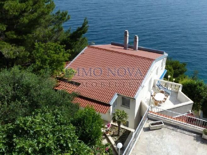 Kuća na prodaju - 1.red do mora