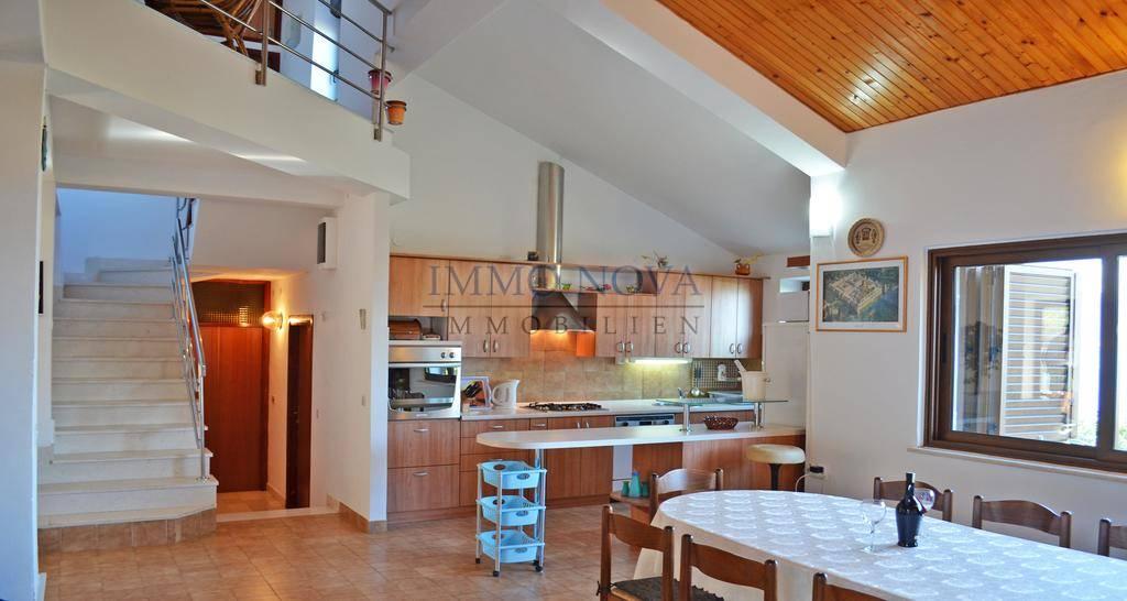 Lijepa kuća s otvorenim pogledom i prostranom okućnicom