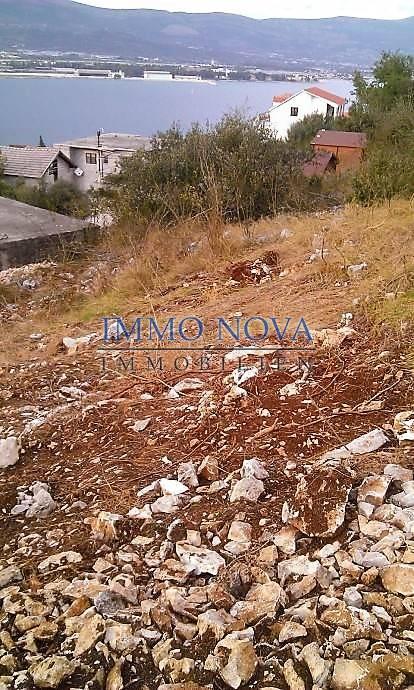Građevno zemljište 2 km od Trogira, Čiovo