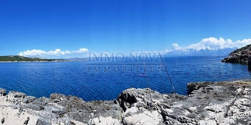 1 red do mora - građevinsko zemljište na sjevernoj strani Hvara