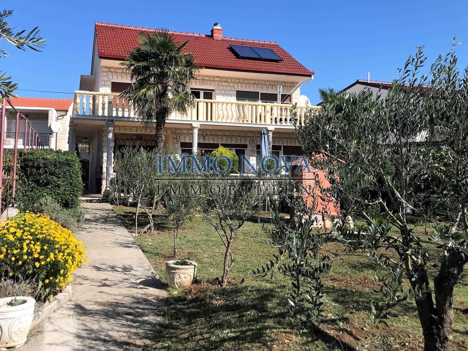 Kuća na plaži u Rogoznici, na lijepoj poziciji
