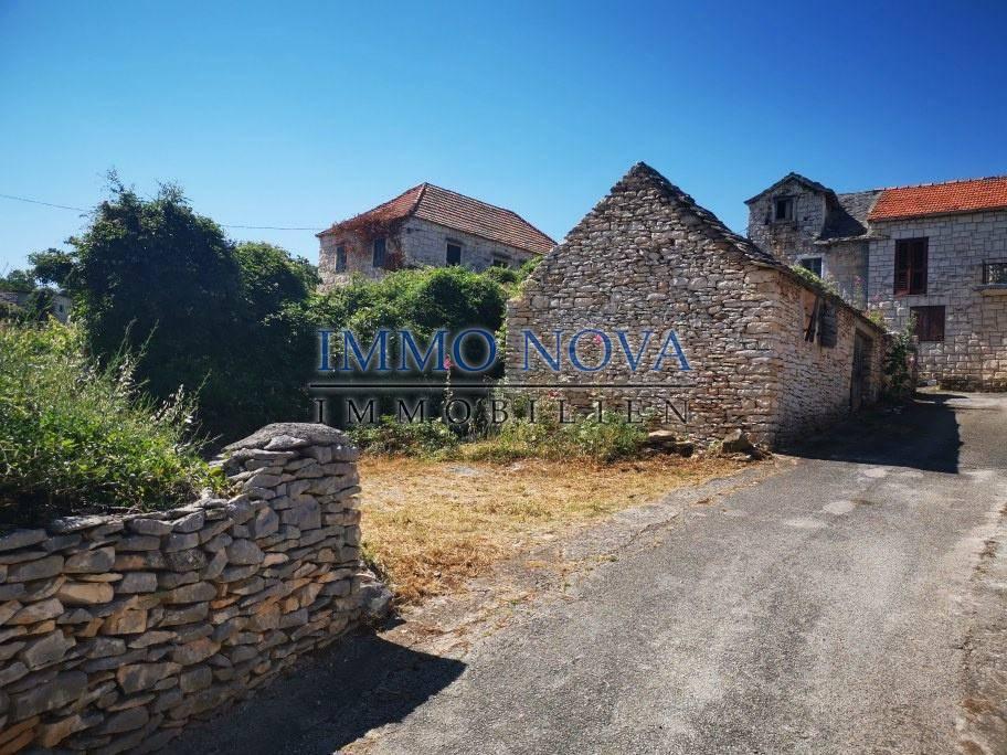Građevno zemljište s ruševnom kućicom, Škrip, otok Brač