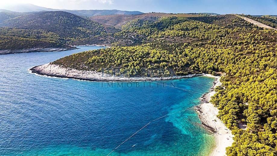Građevinsko zemljište s panoramskim pogledom u blizini plaže Srebrna na otoku Visu