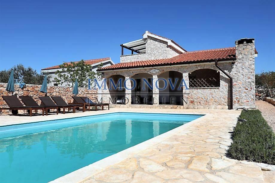 Prelijepa kuća na otoku Drveniku kod Trogira