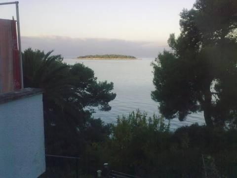 Dio kuće s okućnicom 1.red do mora, Primošten