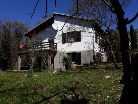 Crikvenica okolica, Lijepa samostojeća kuća na dvije etaže u miru i tišini