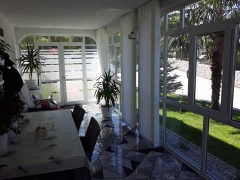 Malinska, Velika kuća sa 6 urednih i održavanih apartmana, predivnom okućnicom i bazenom