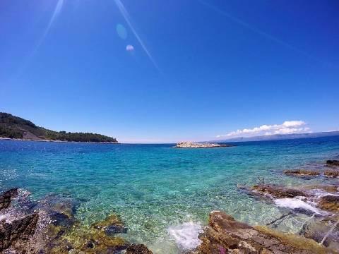 Atraktivan posjed uz more na otoku Hvaru